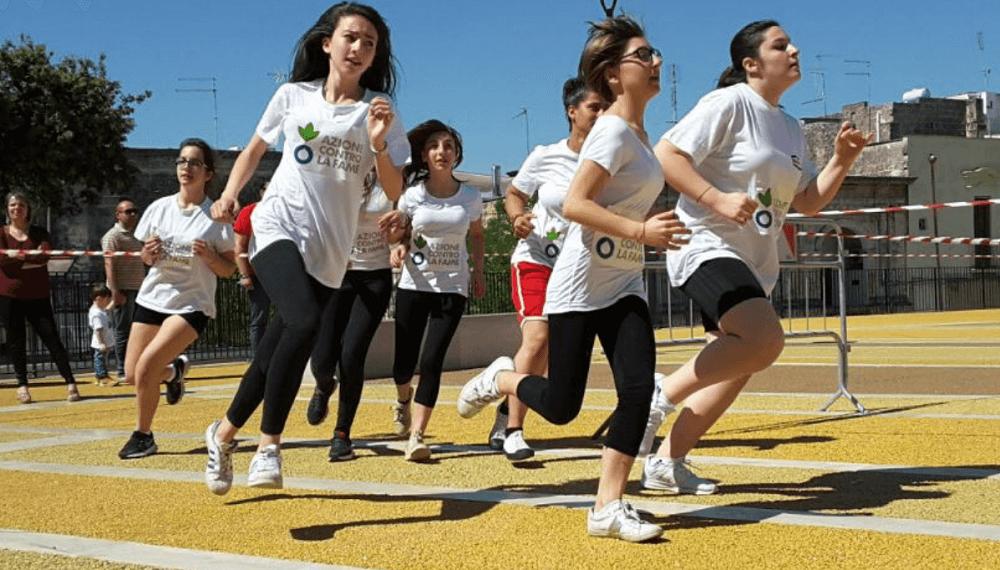 """320 scuole e 45mila studenti italiani per la """"Corsa contro la Fame"""""""